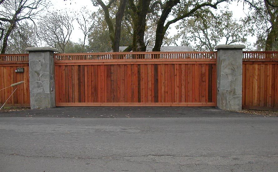 Craftsman style fence pvc vinyl wood grain fence that for Craftsman style fence